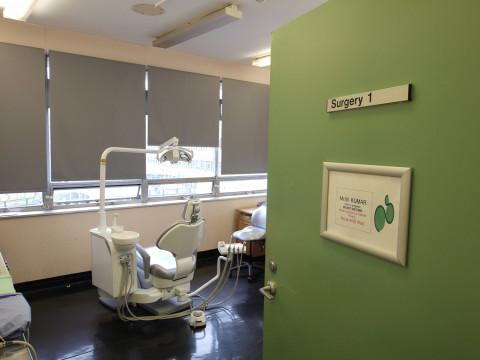 referencias ancar dental: The Hillingdon Hospitals. Equipo dental ergonómico